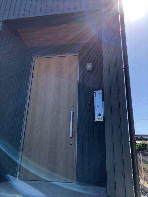 杉製の玄関ドア